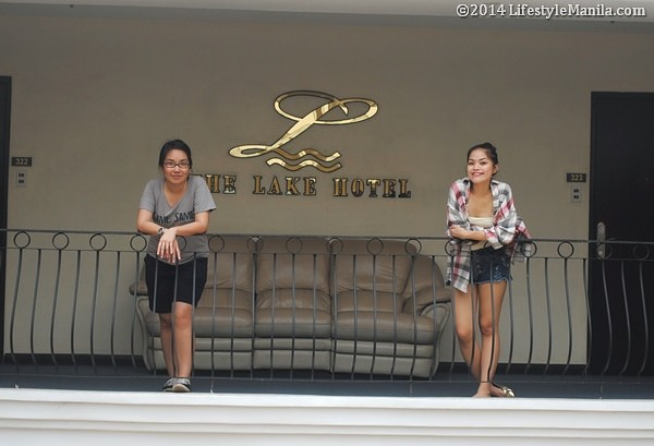 Hot Chicks Lake Hotel Tagaytay