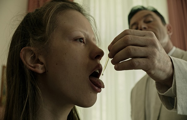 mia goth and jason isaacs A CURE FOR WELLNESS